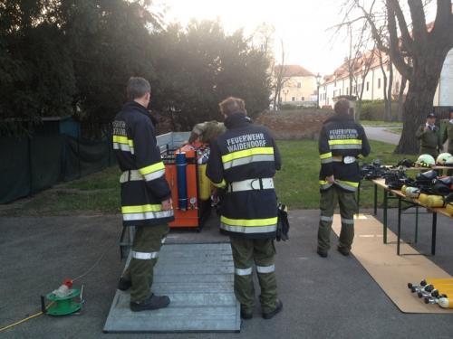 2015-04-10 UA Atemschutzübung in MHS Dürnkrut