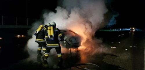 2019-12-10 Fahrzeugbrand auf B49